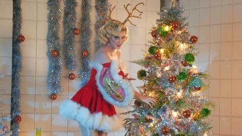 Katy Perry is szereti az alakját megmutatni, több ízben is választott már olyan ruhát, ami nem sokat bízott a képzeletre.