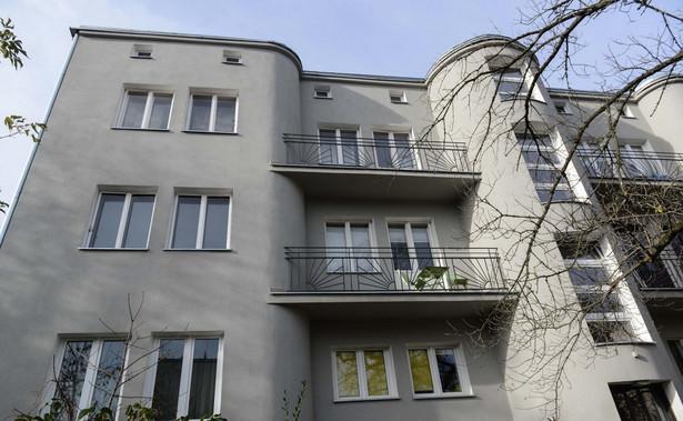 Jak zaznaczono decyzję reprywatyzacyjną wydaną 24 stycznia 2006 roku wydaną m.in. na rzecz nabywcy roszczeń Marka M. podpisał osobiście Mirosław Kochalski