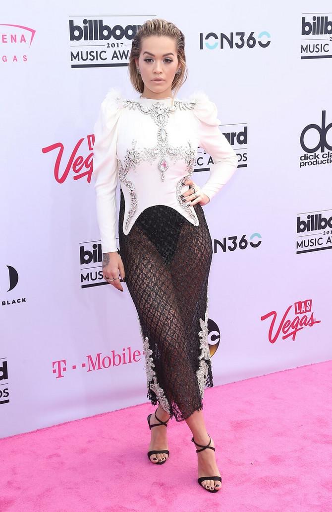 Rita Ora i ovu svečanost iskoristila je za svoje modne egzibicije