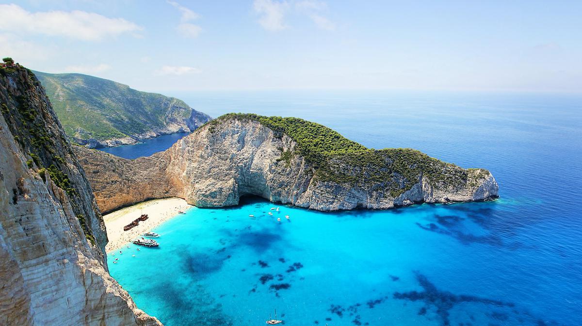 Újra szabad a pálya: hamarosan a magyarok is bevehetik a görög strandokat