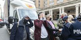 """Aktywiści """"Stop Bzdurom"""" kolejny raz zablokowali ciężarówkę"""