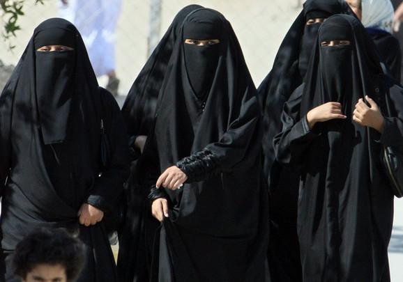 Otkrivanje kose i lica žene je tabu u Saudijskoj Arabiji