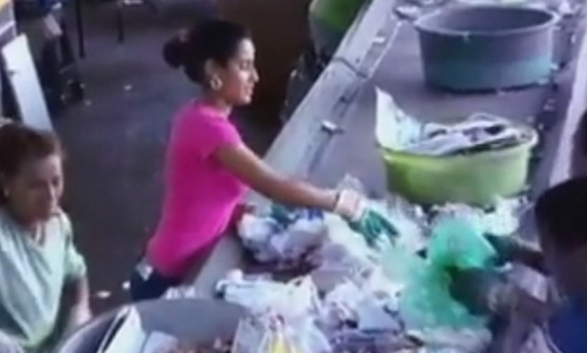 Znalazła pieniądze sortując śmieci.
