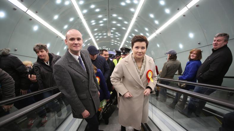Hanna Gronkiewicz-Waltz podziękowała mieszkańcom Warszawy za cierpliwość, że przez trzy lata wytrzymali uciążliwości w związku z budową. Wyraziła też nadzieję, że metro da impuls do rozwoju Woli i Pragi...