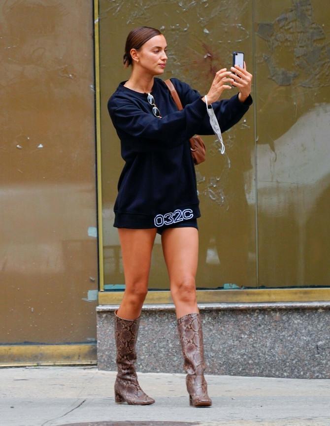 Irina traži savršenu pozu za selfi