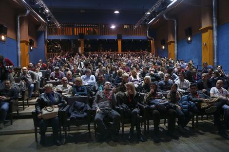 Film je prikazan pred publikom u prepunoj sali
