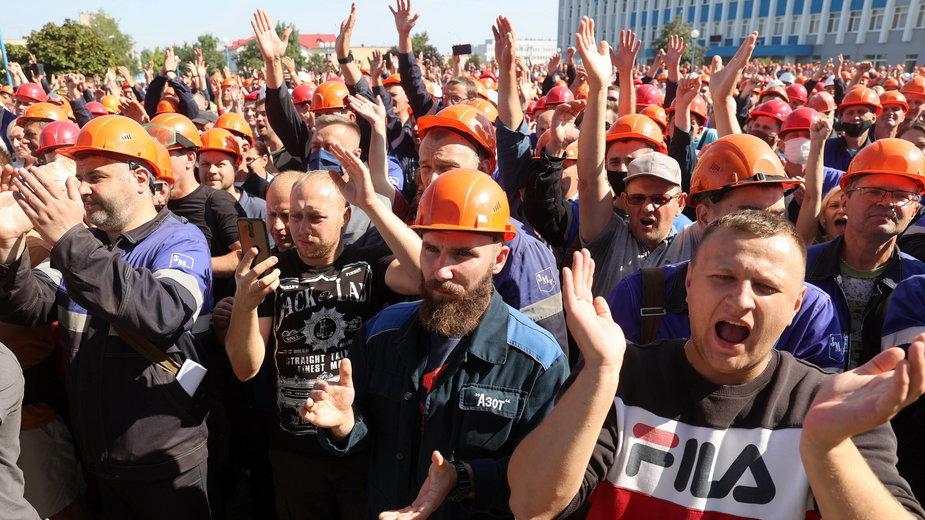 Robotnicy protestują w zakładach azotowych w Grodnie