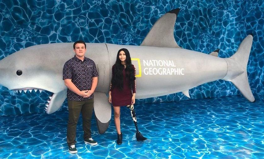 Nastolatka, która straciła nogę w wyniku ataku rekina, została aktywistką na rzecz tych zwierząt.