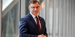 Polak haruje pół roku na dniówkę prezesa banku
