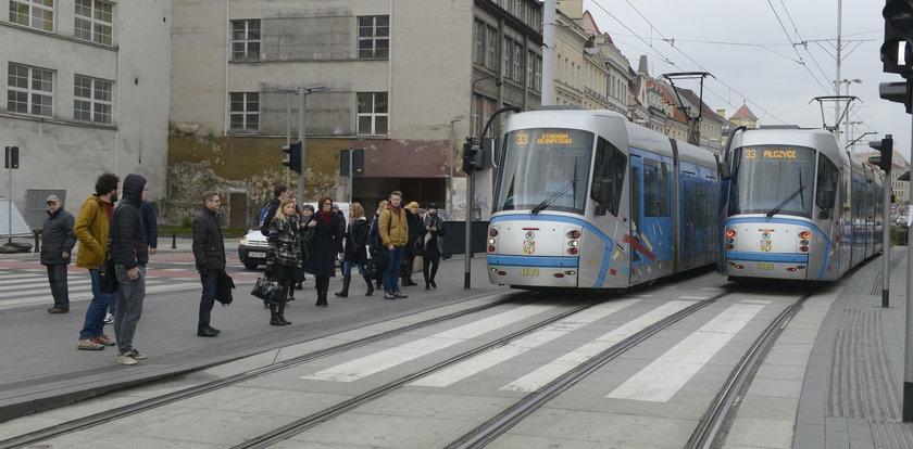 Mieszkańcy: Przez pieszych nie widać tramwajów
