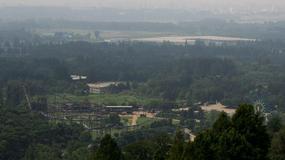 Przerażające zdjęcie z Korei Północnej. Ludzie stoją na torach kolejki górskiej