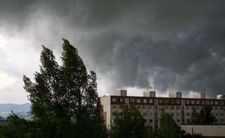 IMGW: W niedzielę silny wiatr i intensywne opady deszczu