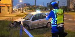 Wypadek BMW na Piłsudskiego przy Targowej w Łodzi. Są ranni