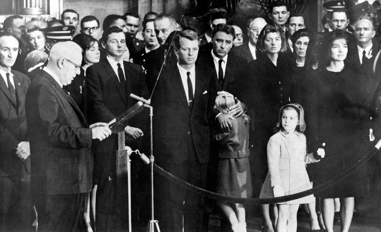 Porodica Kenedi na sahrani Džoa F. Kenedija