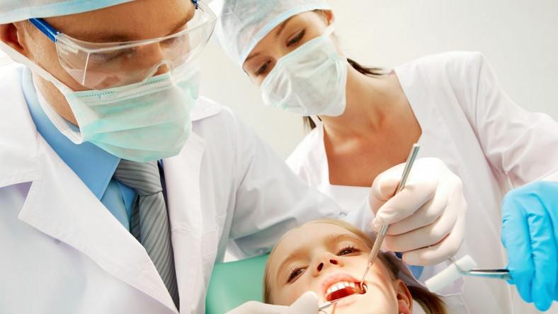 Dentysta powinien rozpoznać objawy wskazujące na możliwość krzywdzenia dziecka