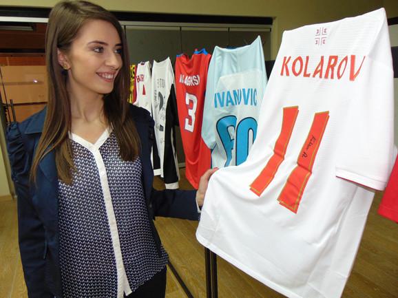 Poznati sportisti donirali potpisane dresove