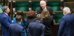 """Kaczyński niekwestionowanym numerem jeden! Jest jedno """"ale"""""""