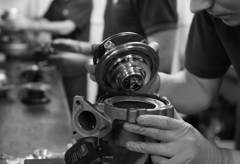 Jak oszczędzić na naprawie turbosprężarki?