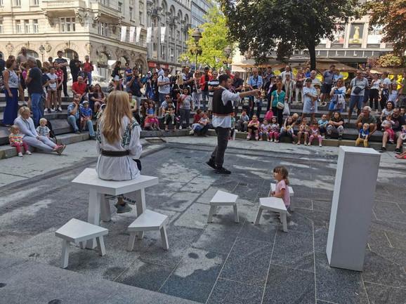 Jedna od predstava za decu održana je danas na Trgu republike