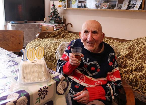 Čika Tikvicki na proslavi 100. rođendana