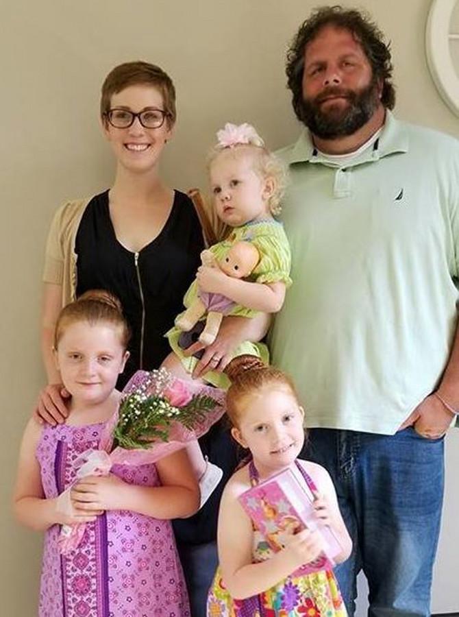 Dina sa svojim mužem Lensom i ćerkama