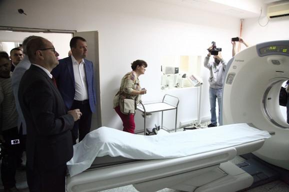 Igor Mirović i dr Zoran Gojković u obilasku Opšte bolnice u Pančevu