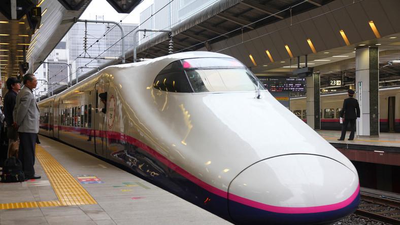 Travelers board Shinkansen Hayate train