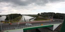 Co za bzdura! To jest most zwodzony, ale nie działa!