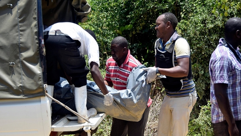 Police officers loading a dead body in a van in a past murder. Body of Egerton University 5th year engineering student David Ongeri found in his room with deep cuts