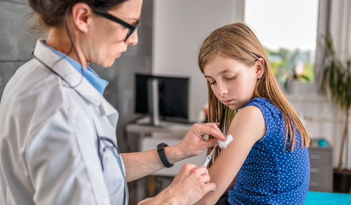 """Sukces Pfizera w badaniach nad szczepionką na koronawirusa. """"Daje 100 proc. skuteczności"""""""