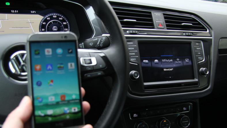 Jak skorzystać z MirrorLink w samochodzie?
