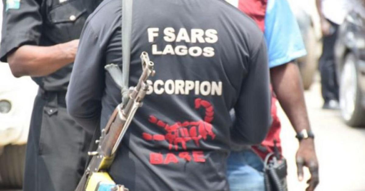 SARS officers kill 2 handcuffed robbery suspects in cold blood - Pulse Nigeria