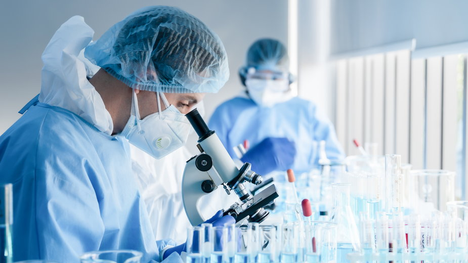 Koronawirus. Obiecujące badania iwermektyny. Eksperci: ten lek zakończy pandemię