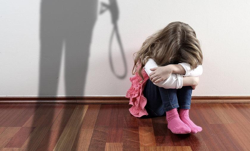 Łódź. 11-latka była bita przez konkubenta matki przez ponad dwa lata