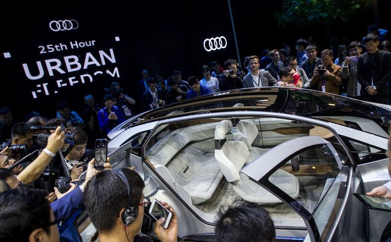 Audi AI:ME i Bogusław Paruch w tłumie dziennikarzy