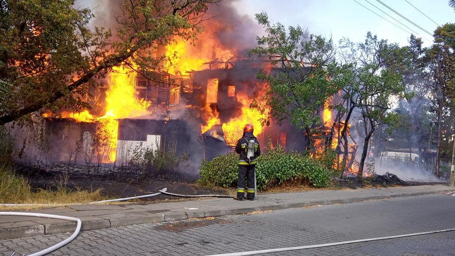 Pożar drewnianej willi w Wawrze