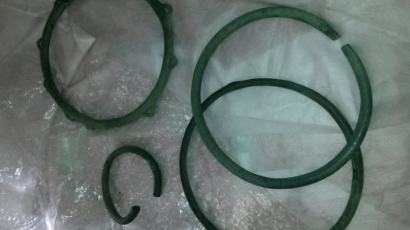 Trzy naszyjniki i bransoletka