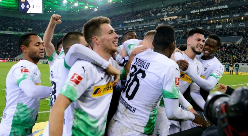 Forgetful Bensebaini sinks Bayern as Gladbach stay top in Germany