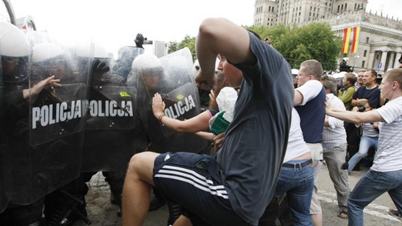 Kibole walczyli z policją w Warszawie