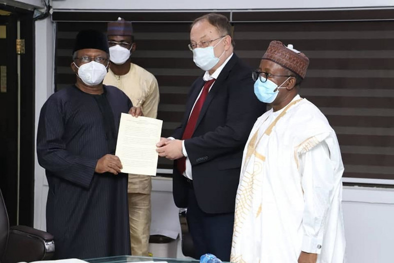 L-R: Nigeria's Minister of Health, Osagie Ehanire, receives document on Sputnik V from Russian Ambassador to Nigeria, Alexey Shebarshin, on Friday, September 4, 2020 [FMoHN]