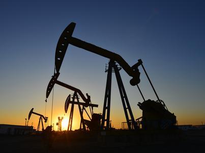 Rosnący globalny popyt na ropę sprzyja wzrostowi cen surowca
