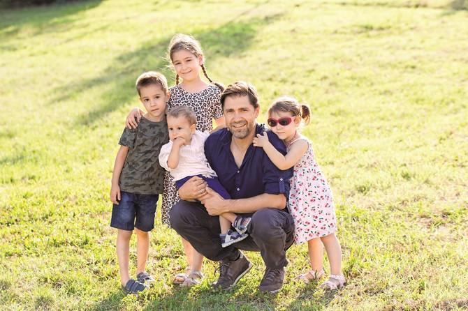 Život sa četvoro dece je uzbudljiv i zanimljiv