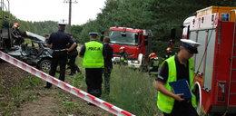 Tragiczny wypadek pod Piłą. Volkswagen wjechał pod pociąg