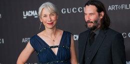 """Keanu Reeves zabrał partnerkę na plan """"Matrixa"""". Humory im dopisują"""