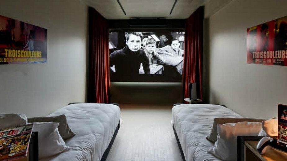 Hotel Paradiso w Paryżu - kino w każdym pokoju