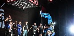 Tancerz zrobił to na scenie. Ludzie zamarli!