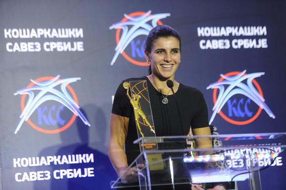 Ana Dabović sa nagradom