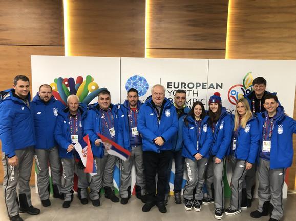 Čelnici OKS-a, predvođeni predsednikom Božidarom Maljkovićem, sa našom sportskom delegacijom u Sarajevu