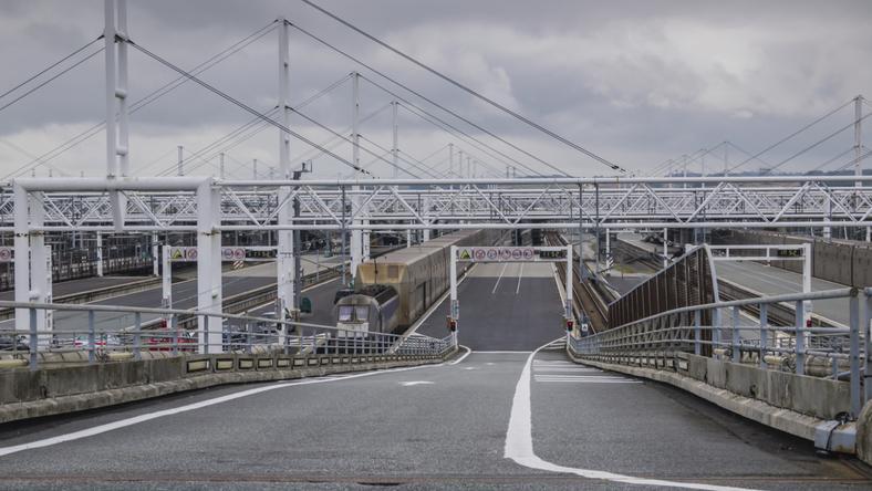 Francja i Wielka Brytania wzmacniają ochronę policyjną eurotunelu