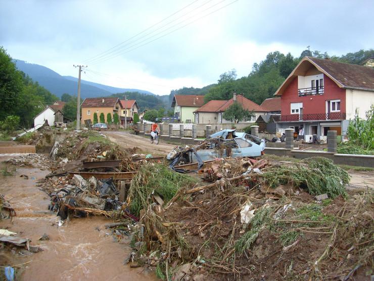 501000_loznica06-posle-poplave-trbusnica-gleda-u-nebo-poruseno-vise-mostova-foto-s.pajic